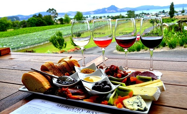 Pixabay - Wine and Cheese