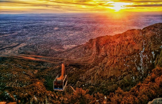 dreamstime_s_175316921 dos Sunset over Alburquerque